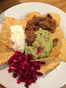 Chilli con carne, guacamole, nachos